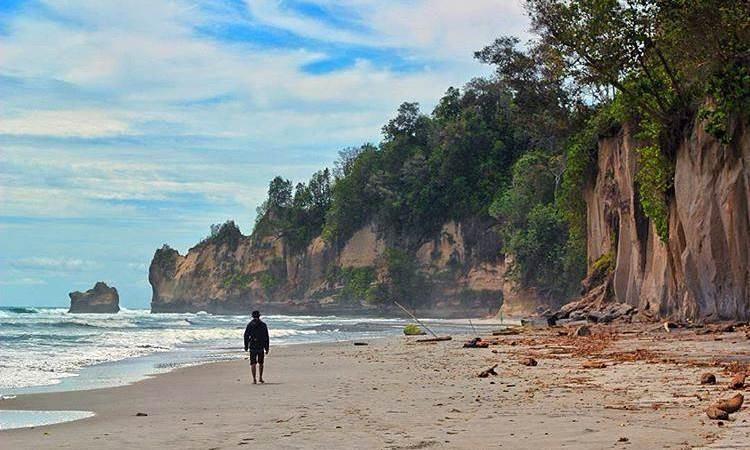 Pantai Manula beserta Tebing Putih
